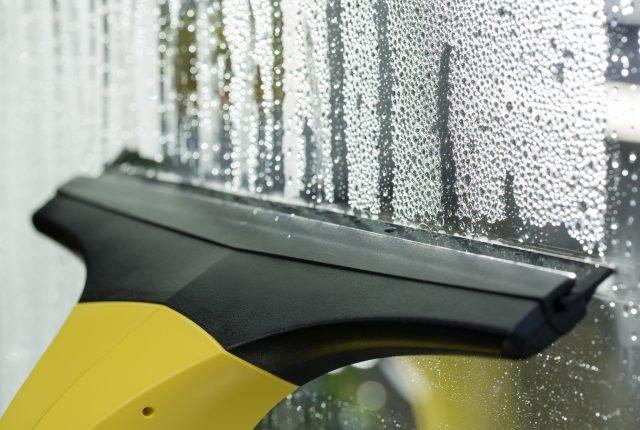 カビや結露が辛い梅雨時、住まいの湿気対策はどうする?